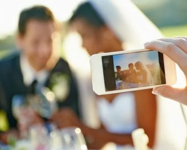 using social media at weddings